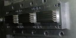 Przyrząd do wykrawania otworów wentylacyjnych